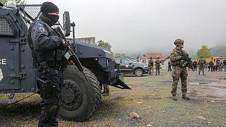 Militares americanos da K-FOR patrulham fronteira de Jarinje