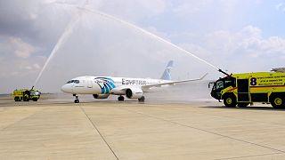 """طائرة مصرية تابعة لـ """"مصر للطيران"""" تحط بمطار بن غوروين في أول رحلة مباشرة بين القاهرة وتل أبيب. 03/10/2021"""