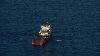 Navio italiano resgata dezenas de migrantes no Mediterrâneo