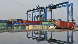 Containerhafen am Jangtse in China: Blockaden in der Volksrepublik sorgen für Engpässe.