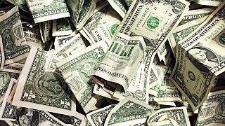 Dollar-Scheine in einer Trinkgeldkasse,21.01.2020