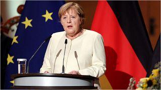 المستشارة الألمانية أنغيلا ميركل تلقي خطاباً بمناسبة الاحتفالات السنوية بإعادة توحيد البلاد في العام 1990، وذلك في مدينة هاله بولاية سكسونيا-أنهالت، شرقي البلاد 3 سبتمبر 2021