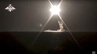 Imagen del lanzamiento de un misil hipersónico de tipo Zircon desde un submarino distribuida por el Ministerio ruso de Defensa.
