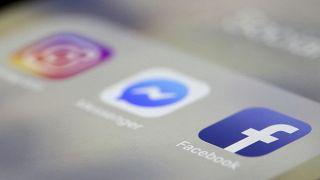 تطبيقات فيسبوك وانستغرام وواتسآب.