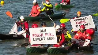 Olajfinomító bejáratát blokkolták a Greenpeace aktivistái