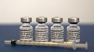 لقاح كوميرناتي، من إنتاج فايزر-بيونتك، للوقاية من كوفيد-19.