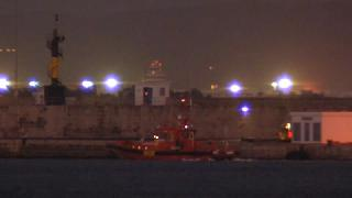 Una embarcación de rescate frente a la isla de La Cabrera