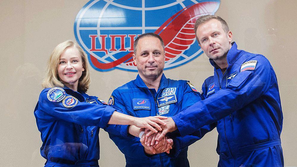 La actriz y directora rusa está lista para despegar en la primera película rodada en el espacio