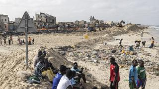 Senegalese town attempts to fight back rising sea