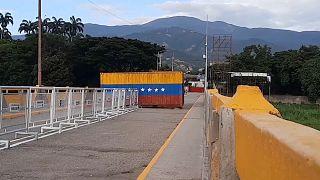 Contenedor bloqueando el paso en el puente Simon Bolívar, 4/10/2021, San Antonio del Táchira, Venezuela
