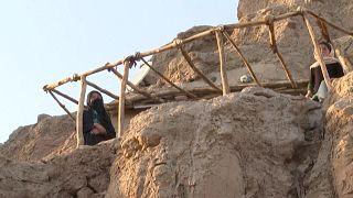 جوع وفقر يخيمان على كهوف باميان في أفغانستان