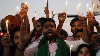 Nove morti dopo ventiquattr'ore di scontri nello stato indiano dell'Uttar Pradesh. Gli agricoltori protestano contro le liberalizzazioni della terra