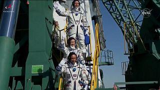 شاهد: وصول فريق روسي إلى محطة الفضاء الدولية لتصوير أول فيلم في مدار الأرض