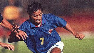 Anthony de Avila, le 17 mars 1998, lors d'un match face à l'équipe argentine de Boca Juniors (Bogota, Colombie)
