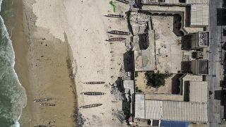 Dans le quartier de Guet N'Dar, à Saint-Louis, vue aérienne d'une école détruite par la montée des eaux, le 12 août 2021