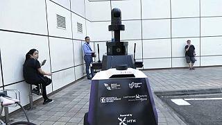 Singapura vigia população com robôs