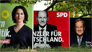 ثلاث ملصقات انتخابية لأبرز المرشحين لمنصب المستشار، برلين، ألمانيا، الخميس 16 أيلول/سبتمبر 2021