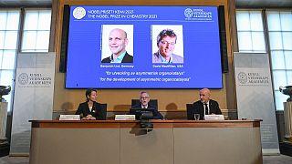الإعلان عن فوز الألماني بنيامين ليست والأميركي ديفيد ماكميلان بجائزة نوبل للكيمياء، ستوكهولم، الأربعاء 6 أكتوبر 2021