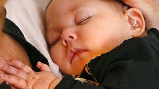 إيفلين ستيدمان، طفلة تبلغ من العمر 7 أشهر، في كريت، إلينوي، يوم الأربعاء 5 مارس 2014.