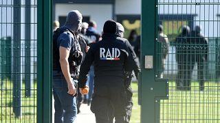 النيابة الفرنسية تطلب انزال عقوبة السجن لمدة عشر سنوات بحق رئيس مجموعة يمينية متطرفة
