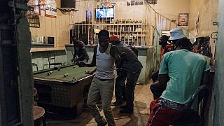 Zimbabwe : bars réouverts pour les vaccinés contre la Covid-19