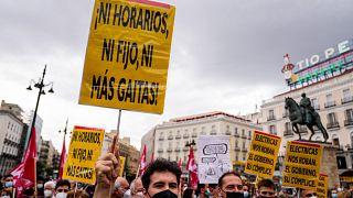Una protesta de junio 2021 contra el nuevo sistema de facturación de la electricidad en la plaza Sol de Madrid, España.