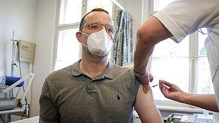 Gesundheitsminister Jens Spahn bei der Grippe-Impfung
