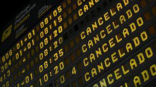 Tableau d'affichage des vols à l'aéroport de La Palma (Canaries, Espagne), le 07/10/2021