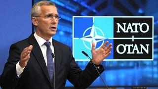 الأمين العام لحلف الناتو ينس ستولتنبرغ في مقر الناتو في بروكسل.
