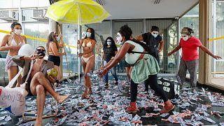 Una protesta en Brasilia contra el Ministro de Economía de Brasil tras la publicación de los Papeles de Pandora, el 7 de octubre de 2021.