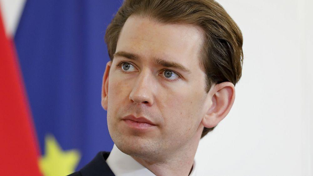 El líder austriaco Kurz lucha por mantenerse en medio de acusaciones de soborno