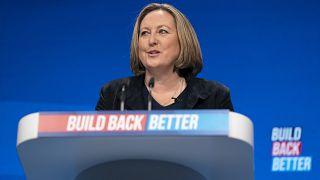 وزيرة التجارة آن ماري تريفليان تتحدث في مؤتمر حزب المحافظين في مانشستر، بريطانيا.