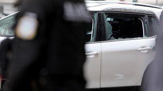 Αστυνομικοί  έχουν αποκλείσει το δρόμο μετά από καταδίωξη κλεμμένου αυτοκίνητο στο κέντρο της Αθήνας, Παρασκευή 8 Οκτωβρίου 2021