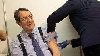 Ο Πρόεδρος της Κύπρου Νίκος Αναστασιάδης λαμβάνει την τρίτη δόση του εμβολίου
