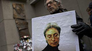 H ερευνήτρια δημοσιογράφος Αννα Πολιτκόσφαγια που δολοφονήθηκε πριν από 15 χρόνια