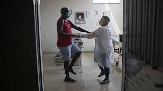 Muitos pacientes precisam de fazer fisioterapia para recuperar da Covid-19