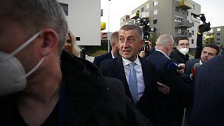 Andrej Babis cseh milliárdos, az ANO (Igen) nevű párt vezetője, a 2021-es parlamenti választások napján.