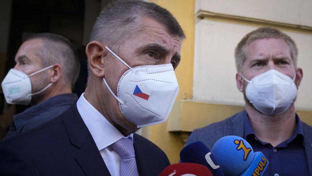 El primer ministro checo, manchado de escándalos, Andrej Babis, favorito en la votación checa