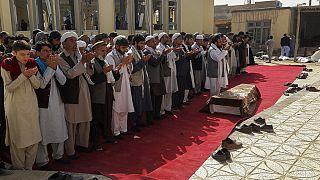 Funerais das vítimas da mesquita de Gozar-e-Sayed Abad, em Kunduz, no Afeganistão