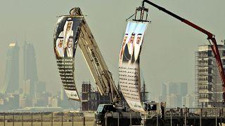 صور كبيرة لقادة مجلس التعاون لدول الخليج العربية مرفوعة في المحرق في مملكة البحرين. 2010/01/06