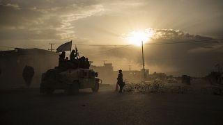 مقاتلو طالبان يركبون فوق عربة هامفي، أفغانستان ، الثلاثاء 21 سبتمبر 2021.