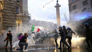 Italie : tensions entre manifestants anti-pass et policiers