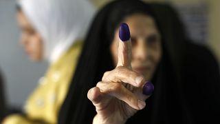 امرأة تصوت في الانتخابات العراقية