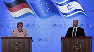 المستشارة الألمانية أنغيلا ميركل ورئيس الوزراء الإسرائيلي نفتالي بينيت
