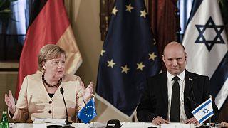 Angela Merkel német kancellár Naftali Bennett izraeli kormányfővel Jeruzsálemben