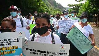 En la marcha abundaban las pancartas reivindicativas exigiendo un esfuerzo colectivo por un futuro mejor