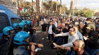 """İtalya'da """"Yeşil Geçiş"""" sertifikasına yönelik protestolar"""