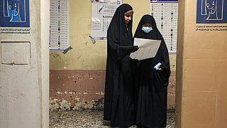 Deux femmes participant aux élections législatives irakiennes - Bagdad, le 10/10/2021