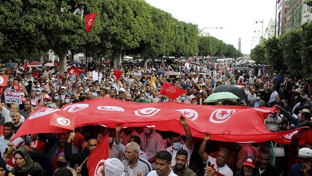 """Tunisie :  au moins 6 000 manifestants """"contre le coup d'Etat"""" de Kais Saied"""