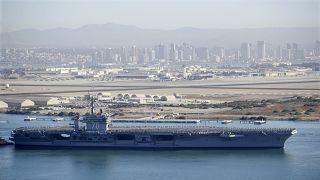 حاملة الطائرات يو إس إس كارل فينسون التي تعمل بالطاقة النووية تغادر خليج سان دييغو. 2018/01/05